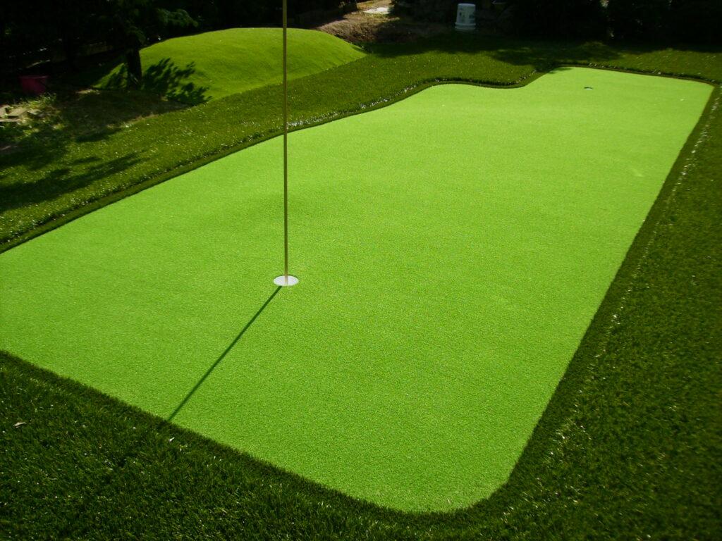 人工芝を使用した本格的なゴルフ場造設の活用例写真