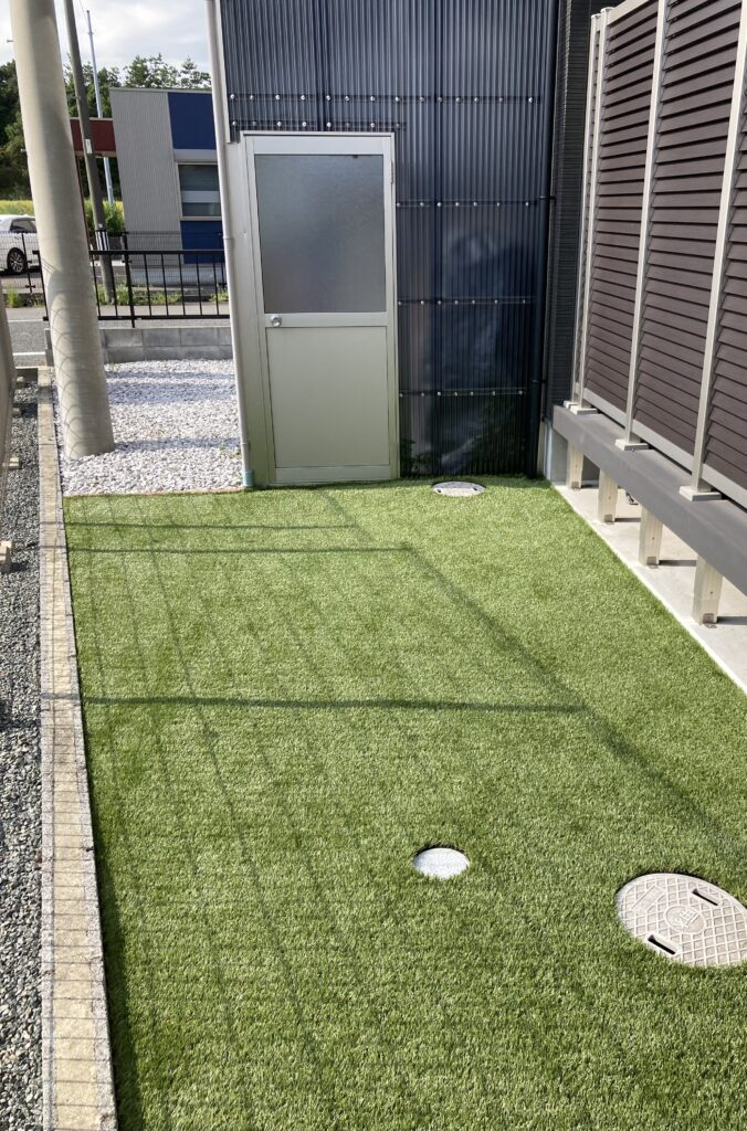 芝うさぎがお庭に人工芝を施工した後の写真