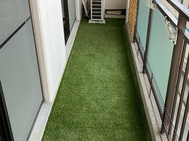 ベランダへの人工芝活用例の写真1